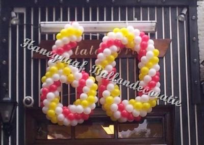7) ballonnen cijfer 60 (ong.1.2m)  € 70,00