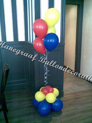 10) klein trosje helium ballonnen met voetje € 11,50