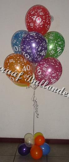 15) tros ballonnen met cijfer € met een klein ballonnen voetje 17,50