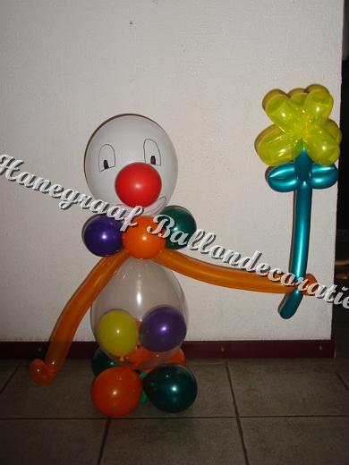 30) clowntje met bloemetje (ong 70cm) € 17,50