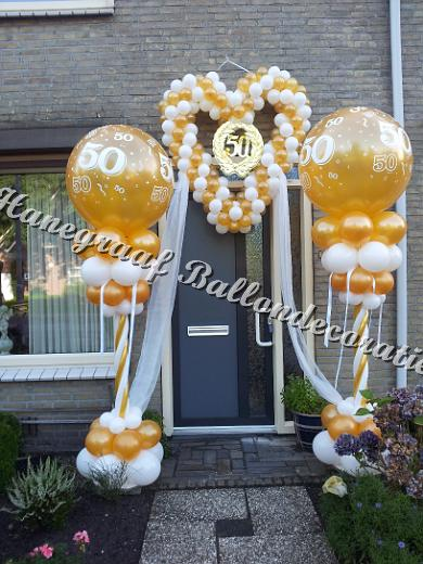 12)goud/wit pilaren met tule goud/wit hart €150,00