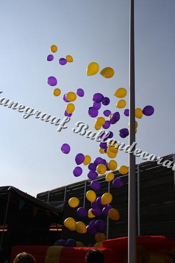 2) helium ballonnen oplaten