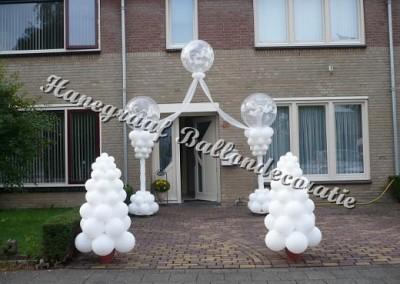 2)half prieel (pilaren 2.50 m. hoog) € 100,00 met 2 boompjes(1.50 m. hoog) €27,50 per stuk