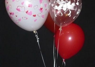15) tafeldecoratie rood roze hartjes/ rode love dove € 15,00