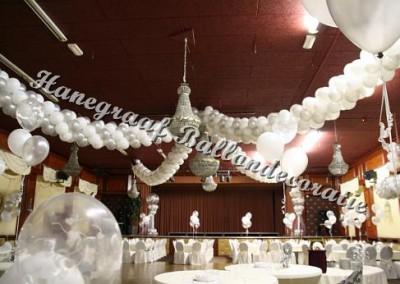 4) ballonnen slinger naar het midden van de(op aanvraag) zaal