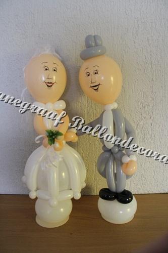 22) klein bruidspaar 60 cm. hoog samen €25,00