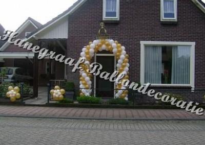 11) ballonnenboog goud/wit voor een enkele deur € 80,00