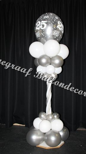 26) pilaartje klein prieel top ballon ong. 40 cm. (1.70m. hoog) €25,00