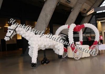 50) paard met koets €500,00