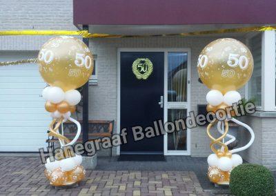 10) lage pilaar met grote top ballon (2.0m hoog) € 38,50