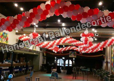 1)ballonnen slinger rood/wit € 10,00 per meter