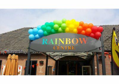 1) regenboog ballonnen slinger € 10 per meter
