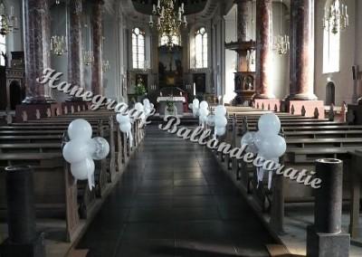62) decoratie in de kerk(met grote ballonnen) € 5,50 per stuk
