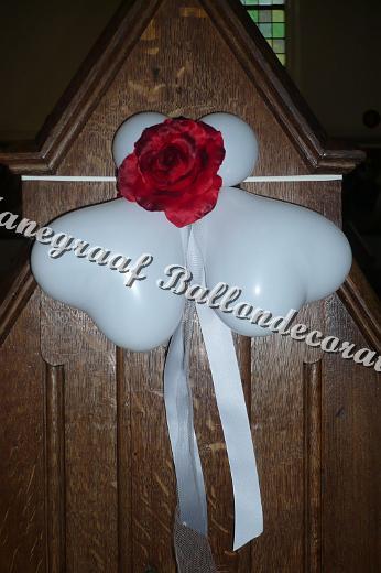 66)hartjes en rode roos decoratie in de kerk € 4,50