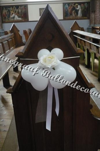67)decoratie met witte roos € 4,50