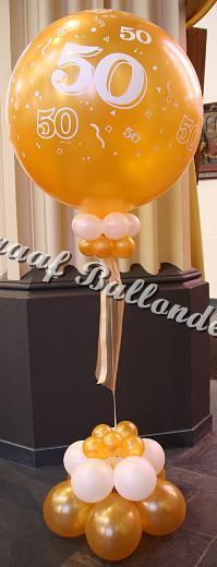 9) gouden 50 (ong.80 cm)met helium €40,00