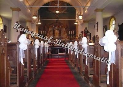 63) bloem decoratie voor in de kerk(met kleine ballonnen) € 4,50 per stuk