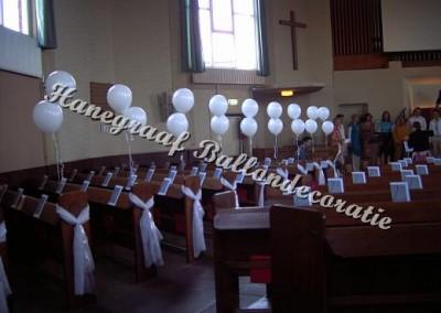 59) helium ballonnen per set €3,00 tule sluier € 1,00 (huur)