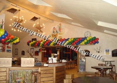 8) balllonen slinger boven de nieuwe doorgang  (op aanvraag)